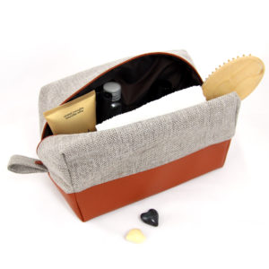 Large-toiletry-bag-for-women