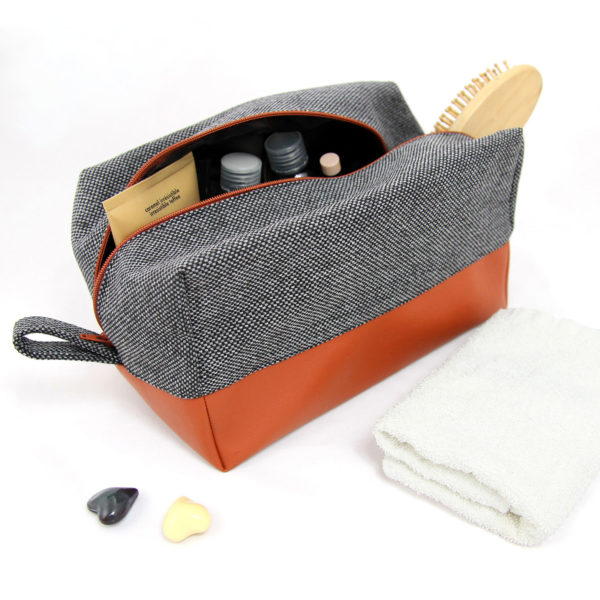 Large-toiletry-bag-mens-cosmetic-bag
